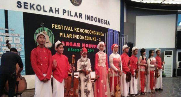 SISWI MIN DEMANGAN RAIH JUARA PADA FESTIVAL KERONCONG SE-INDONESIA