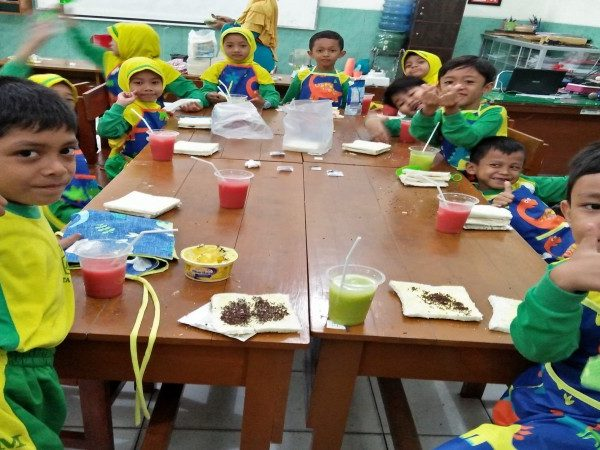 COOKING CLASS AND GIVING, KEGIATAN PASCA PAS MIN 1 KOTA MADIUN