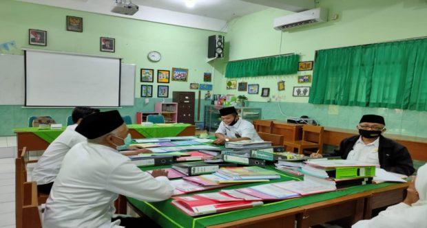 Kantor Kementerian Agama Kota Madiun Lakukan Visitasi Penilaian Kinerja Kepala Madrasah (PKKM) di MIN 1 Kota Madiun