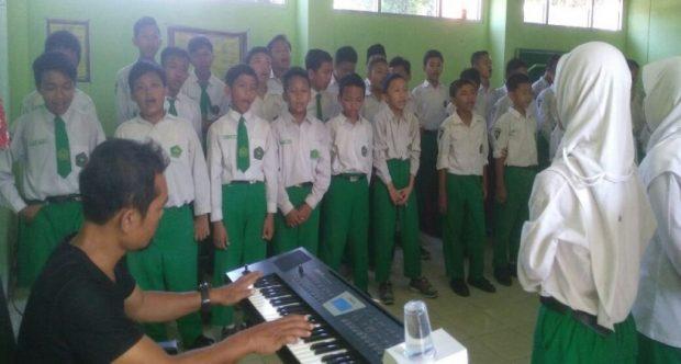 Jelang Perpisahan, Siswa-Siswi kelas VI Min Demangan mengadakan Latihan Paduan Suara