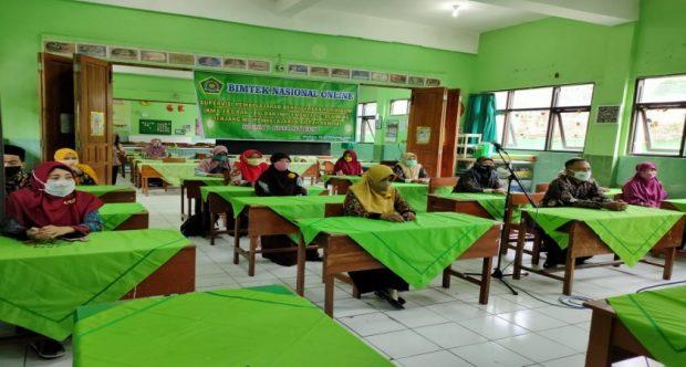Guru Akidah Akhlak MIN 1 Kota Madiun Ikuti Pertemuan Virtual (Zoom Meeting) Bimbingan Teknis Implementasi Kurikulum dan E-Learning Jenjang MI