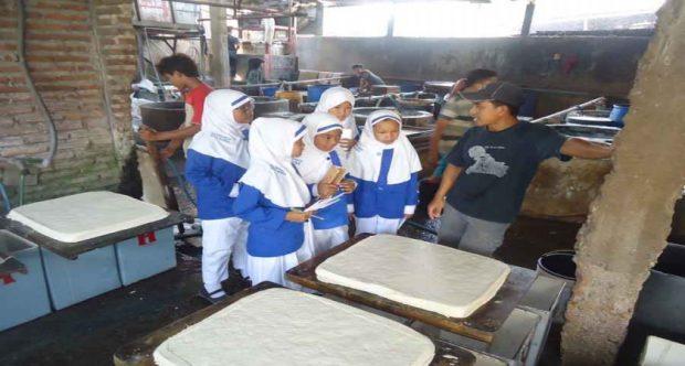 Study Lapangan Ke Perusahaan Tahu Banjarejo