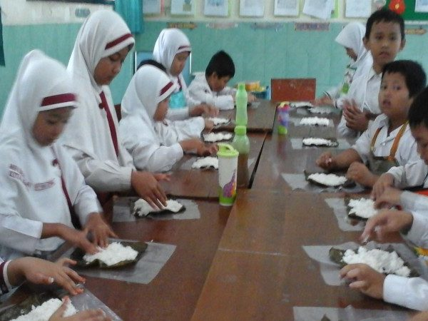 Cooking Class asyik bersama kelas 2 unggulan MIN Demangan Kota Madiun