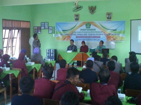 Study Banding dari MIN Curah Jeru dan MIN Tanjung Pecinan Situbondo