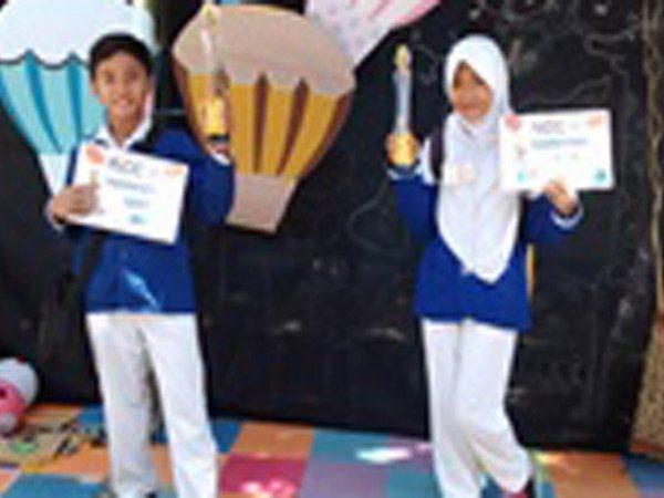 Juara 1 dan 2 lomba Spelling Bee MIN Demangan