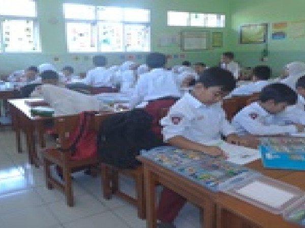 Kegiatan Paska Ulangan Tengah Semester Lomba Mewarnai dan Kreasi Makanan