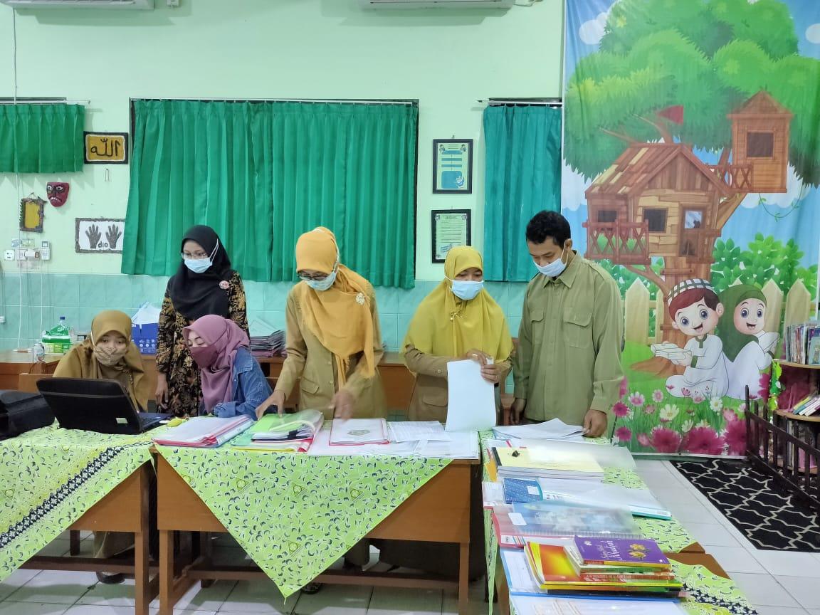 Penilaian Kinerja Kepala Madrasah (PKKM) MIN 1 Kota Madiun berjalan lancar