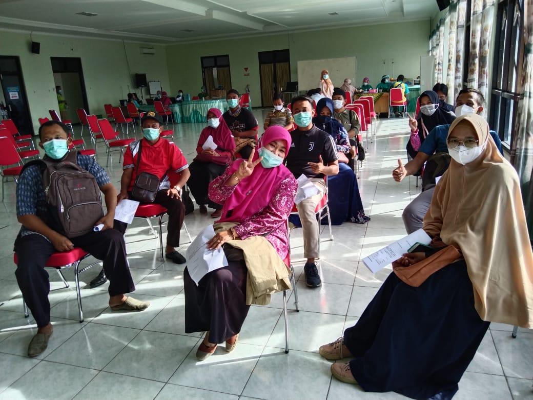 Guru dan Tenaga Kependidikan MIN 1 Kota Madiun Ikuti Program Vaksinasi Tahap Ke-2