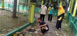 Terciptanya Lingkungan Madrasah Sehat dengan Bersihnya Drainase